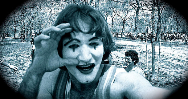 Back In 1974, A Photographer Captured A Couple Of Random Mimes And After 35 Years He Was Shocked